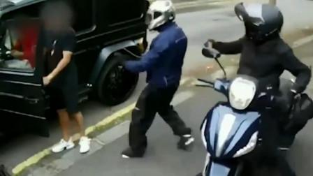 阿森纳2球星戴百万名表被劫匪抢,队友去驱赶,厄齐尔默默关上门