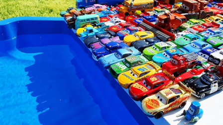 萌宝卡通玩具:赛车总动员表演跳水节目!麦昆跳的是不是最酷的