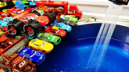萌宝卡通玩具:红灯停绿灯行 赛车总动员带领萌宝学交通小知识