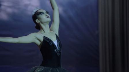 白苏舞蹈功底深厚,化身黑天鹅跳舞竟抢了主角风头,观众拍手叫好