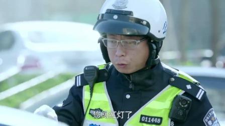 急诊科医生:出租车在马路上飙车,谁料交警一看,亲自为他开路!