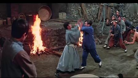 独臂拳王:日本跆拳道武士遇上西域和尚,被一掌打吐血,功夫太差劲