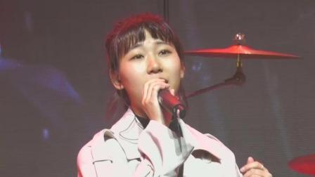 耳朵玥演唱原创歌曲《时迁》,演唱结束求观众关注引高呼 大学生音乐节 20191108