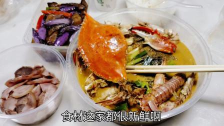 """外卖160元豪华""""海鲜拼盘"""",10种海鲜一起熬煮,汤汁拌饭太香了"""