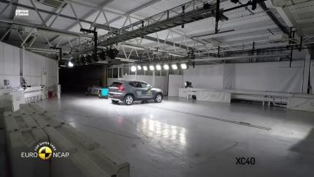 2020款路虎揽胜极光、沃尔沃XC40碰撞测试, 一起来看看吧
