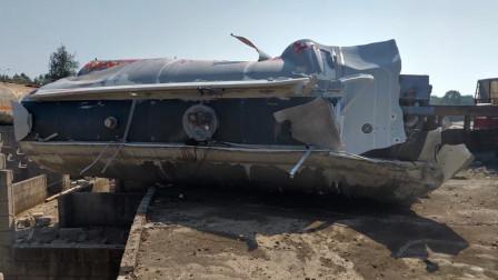 装载31吨双氧水运输罐车突发泄露 多车受损