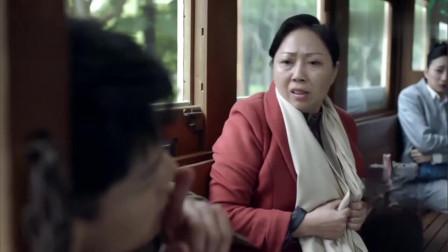 惊蛰:小伙突然跳车逃跑,日本女特工立即对他开枪,展开追杀
