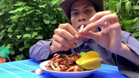 吃播:越南吃货小哥试吃麻辣螃蟹腿,配上一颗野生杨桃,吃着贼香!
