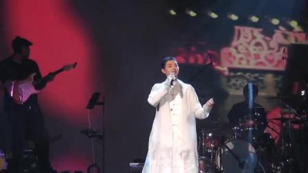 霍尊在国上开演唱会,翻唱《北京一夜》,中国风的演绎,好听极了