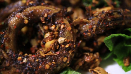 云南特色美食,太极鳝鱼,鲜活鳝鱼直接下锅,如此生猛的美味你敢品尝吗