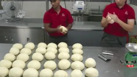 老广人制作的马来西亚咖喱面包鸡,真是让人垂涎欲滴啊
