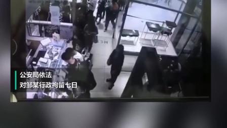 令人作呕!江苏一男子奶茶店内当众猥亵女孩,监控拍下全过程!