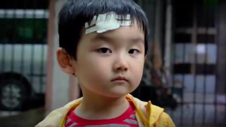 儿子追逐母亲车辆,就因母亲不看后视镜,导致儿子走丢