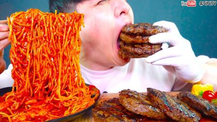 """韩国吃播:""""香辣海鲜意面+汉堡牛排"""",看着真诱人,吃得真馋人"""