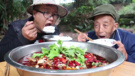 """2斤鱼头5斤美蛙,教你""""美蛙鱼头""""的家常做法,吃完还能涮火锅"""