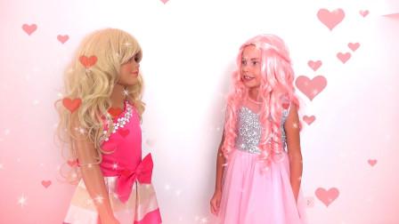萌娃小可爱们的连衣裙可真漂亮呀!两个小家伙真是萌萌哒!—萌娃:我像公主吗?