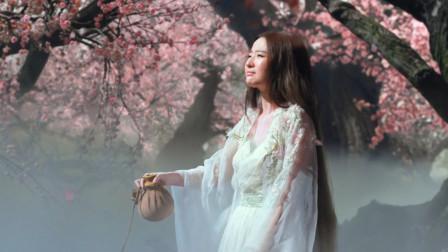 一首小阿枫的《白狐》,深沉的歌声,唱出了生死相许的爱情,十分感人
