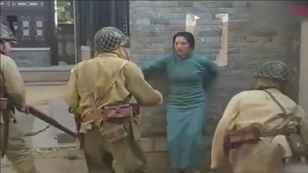 暴躁解说:女子被三名鬼子包围,完成极限反杀,这操作真厉害