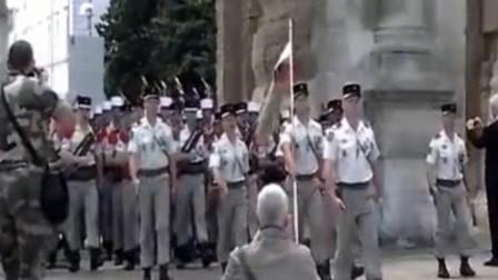这是哪个国家的仪仗队?走路看上去懒洋洋的,太悠闲了吧!