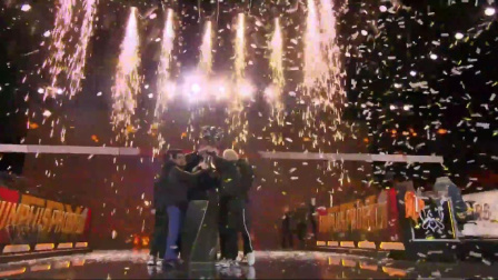 S9世界赛FPX夺冠时刻!FPX太强了,现场解说都哭了!