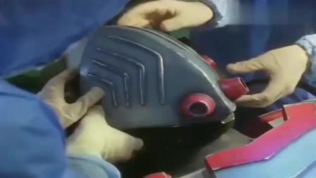 奥特曼:研究人员打开外星人头盔,没想到外星人长得这么帅气
