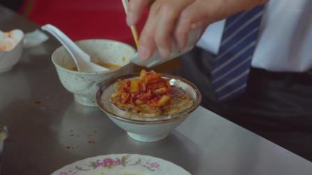 《孤独的美食家》鲜嫩猪肉片,配上泡菜和酱汁,叔扒饭的速度真快