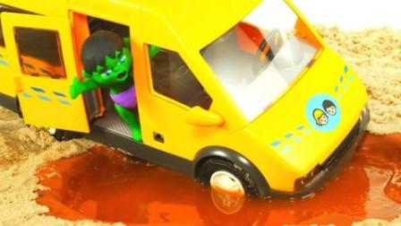 小艾的小汽车陷入了泥地里,还好有超人帮忙!~小橡皮泥人游戏