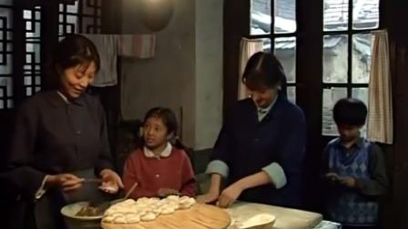 母亲:家里开荤包了肉饺子,不料饺子刚上桌,邻居就来抓小偷了