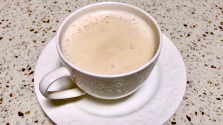 家庭自制奶茶的教程,用最简单的原料,几个步骤就搞定,奶香浓郁,不输外面买的!