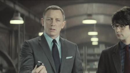 改装后的阿斯顿马丁竟给009使用,007默默不说话,转眼就偷偷开走了