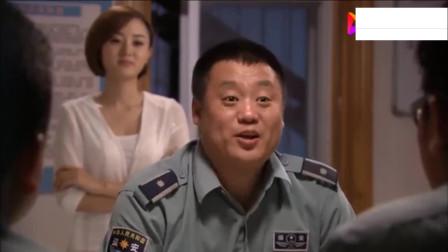 宋晓峰正在吹牛,结果李总来到男生宿舍听到了,晓峰这下老尴尬了
