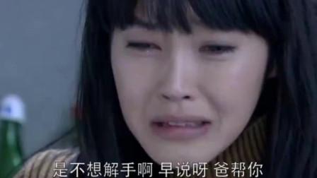 残疾女儿要上厕所急哭了,爸爸准备帮忙没想到女儿生理期来了
