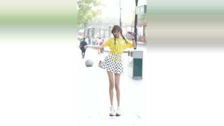 街拍:小姐姐是开了长腿滤镜吗?这腿怎么长成这模样?