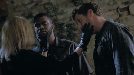 巫术控制007の巫女操纵黑白男子替自己干活
