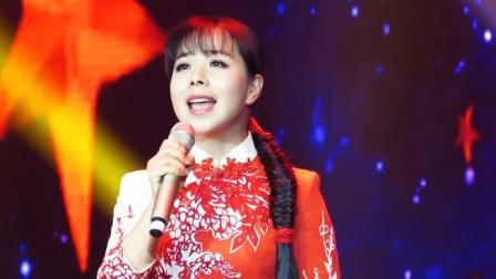 天啊!第一次见王二妮这样唱歌,太肉麻了,一般人不好意思唱