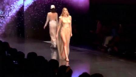 性感走秀,裸肤色的面料搭配酷炫的披风,时尚气息满满