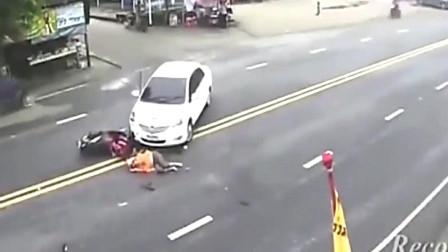 在同一个时间同一个地点发生了一样的车祸,监控下的画面是巧合吗