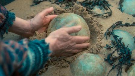老人在岸边发现颗怪蛋,靠近一看,整个人都怔住了