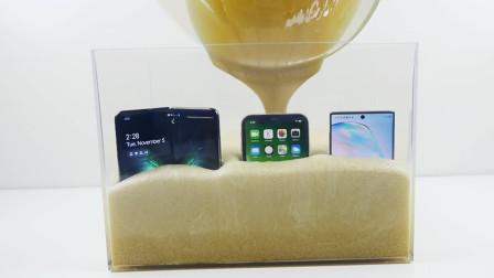 三星和苹果谁更耐用?老外使用膨胀泡沫对比测试,网友:这实验有点烧钱