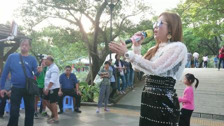 香港美女歌手芯妮演唱《站着等你三千年》,很喜欢听的一首歌曲