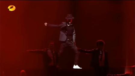 湖南卫视双11晚会:王一博跳舞,燃炸全场,肖战唱歌,让人听醉