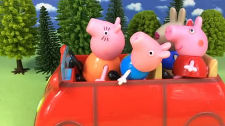 猪妈妈开着小汽车载着小猪佩奇和她的朋友们,这是要去哪里玩呢?