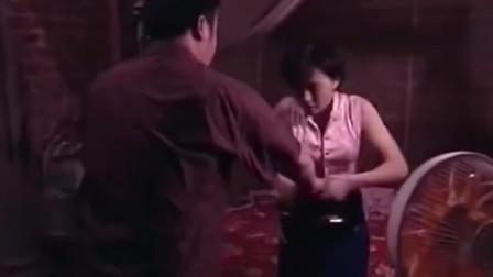 红问号:壮汉输钱走投无路,竟将邪恶之手伸向娇妻!