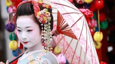 """日本舞姬化妆用""""白漆""""涂脸,刷脸如刷墙,这能不长痘吗?"""