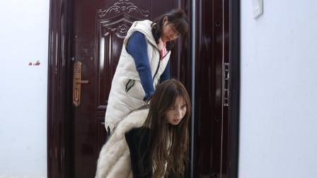 婆婆给儿媳下马威,结婚当天让在门外跪一夜,幸亏老天开眼