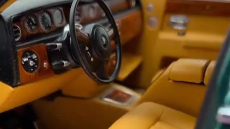 劳斯莱斯汽车模型,本以为没什么好奇,打开引擎盖的一瞬间愣住了