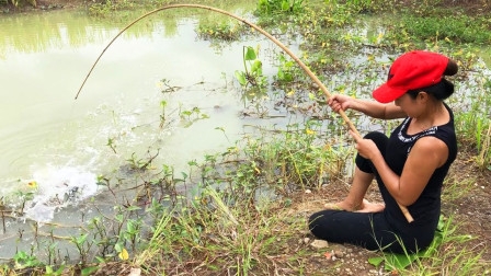 钓鱼就服这妹子,大鱼小鱼接连上钩,看看她都钓到了啥鱼?