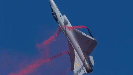 中国战机也能落叶飘?其实比战机性能更牛的是把它飞上天的试飞员
