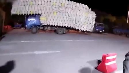 超载1147%!无锡交警查获超载农用车 核载1.495吨实载18.65吨