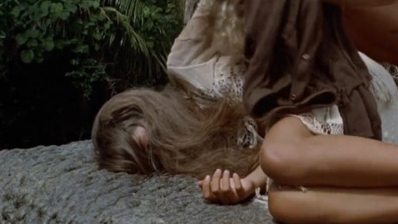 少男少女流落荒岛,互生情愫生下孩子,拒绝任何救援
